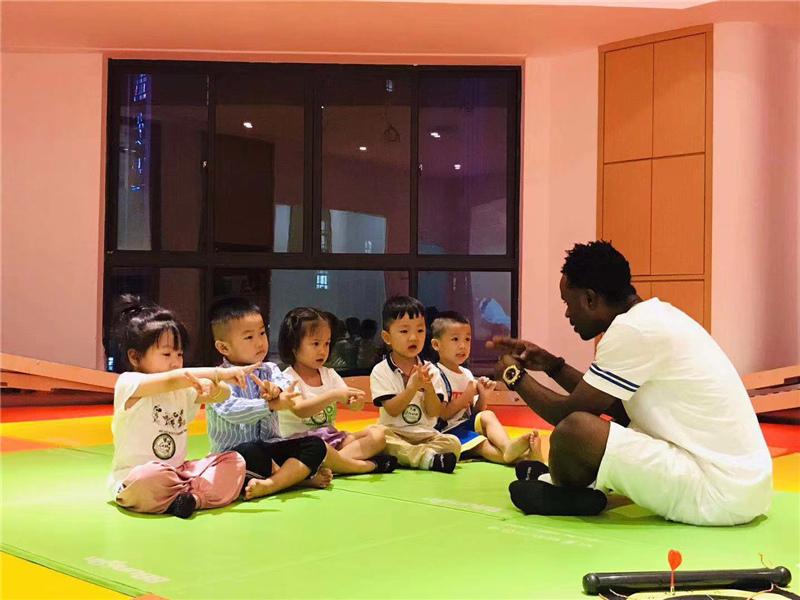孩子接受国际化的早教
