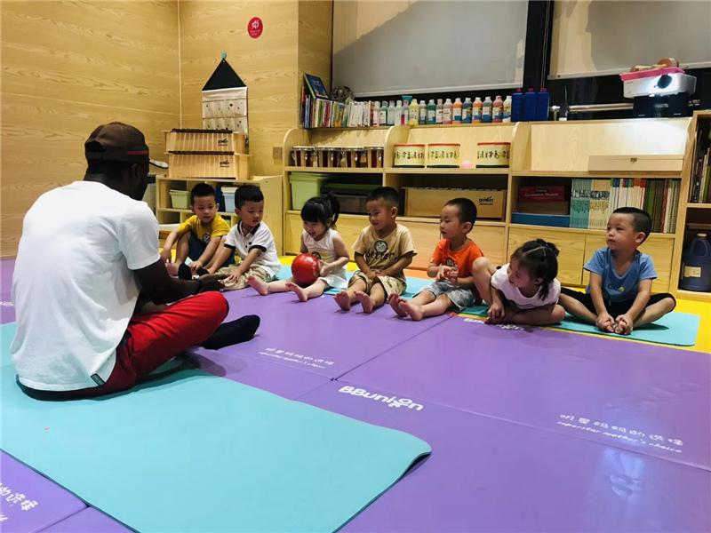 国际化早教中心的双语课堂